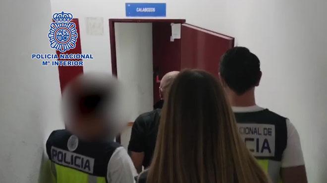 Detingut després d'intentar matar el seu nòvio, a qui va seccionar el coll