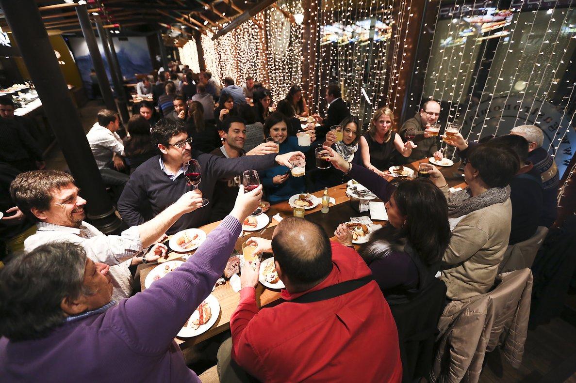 Pagar per reservar restaurant per al sopar de Nadal
