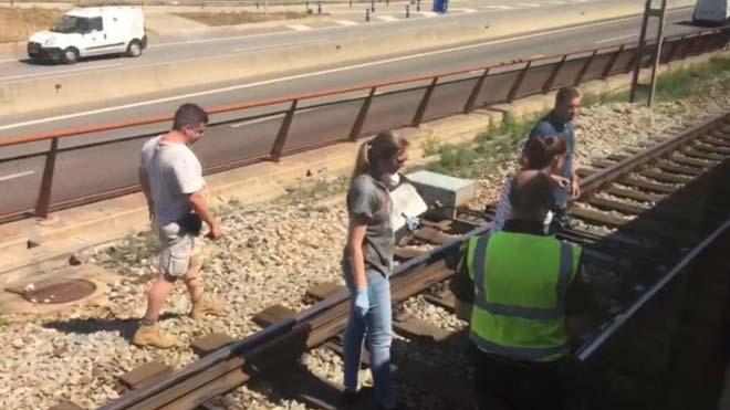Mor atropellat un noi quan travessava la via del tren amb patins a Mollet