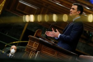 El presidente del Gobierno, Pedro Sánchez, durante el pleno de prórroga del estado de alarma en el Congreso, este jueves.