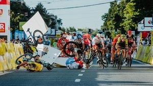 Accidente causado por Groenewegen en el sprint de la primera etapa del Tour de Polonia /AFP