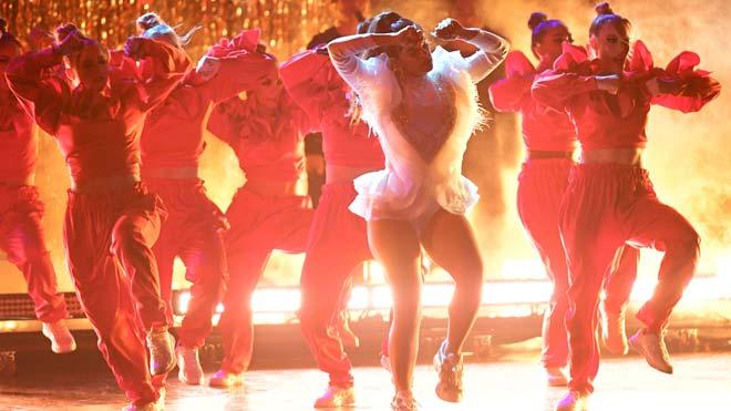 Actuación de Rosalía en los premios Grammy Latinos.