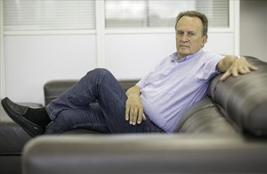 Aíto García Reneses posa para El Periódico en su despacho de la Fundación