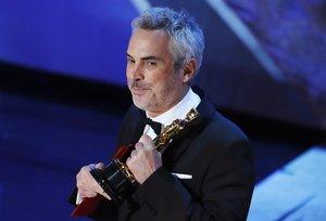 El director mexicano Alfonso Cuarón con su premio Oscar 2019.
