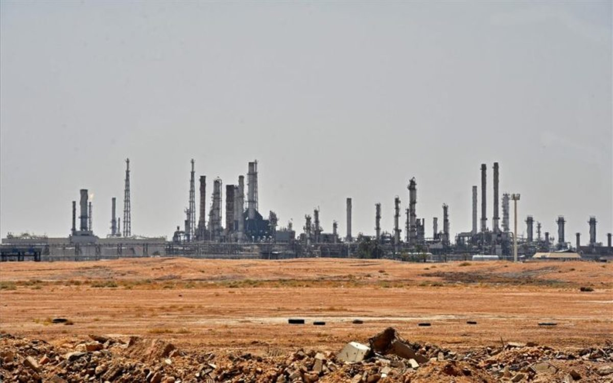 Imagen de una refinería petrolera en Arabia Saudí.