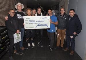 Metallica dona 17.500 euros als sensesostre de Barcelona