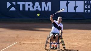 Àlex Corretja, en la pista central de tenis del club de Polo de Barcelona, que acoge estos días el primer torneo de tenis en silla de ruedas.