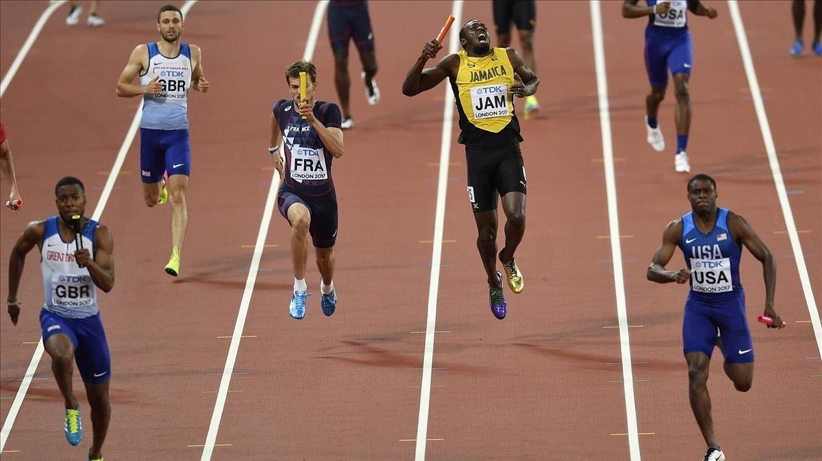 Bolt, en el momento de lesionarse en la final de los 4x100 metros del sábado.