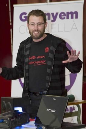 El candidat de Cornellà en comú-Crida per Cornellà, Vidal Aragonès, durant lassemblea de divendres passat.