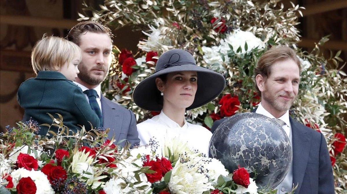PierreyAndrea Casiraghi han asistido a la festividad de Mónaco,acompañados de sus esposas y sus hijos.