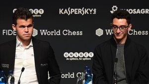 El campeón Magnus Carlsen (izquierda) y el retador, Fabiano Caruana, durante la presentación del Mundial en Londres.
