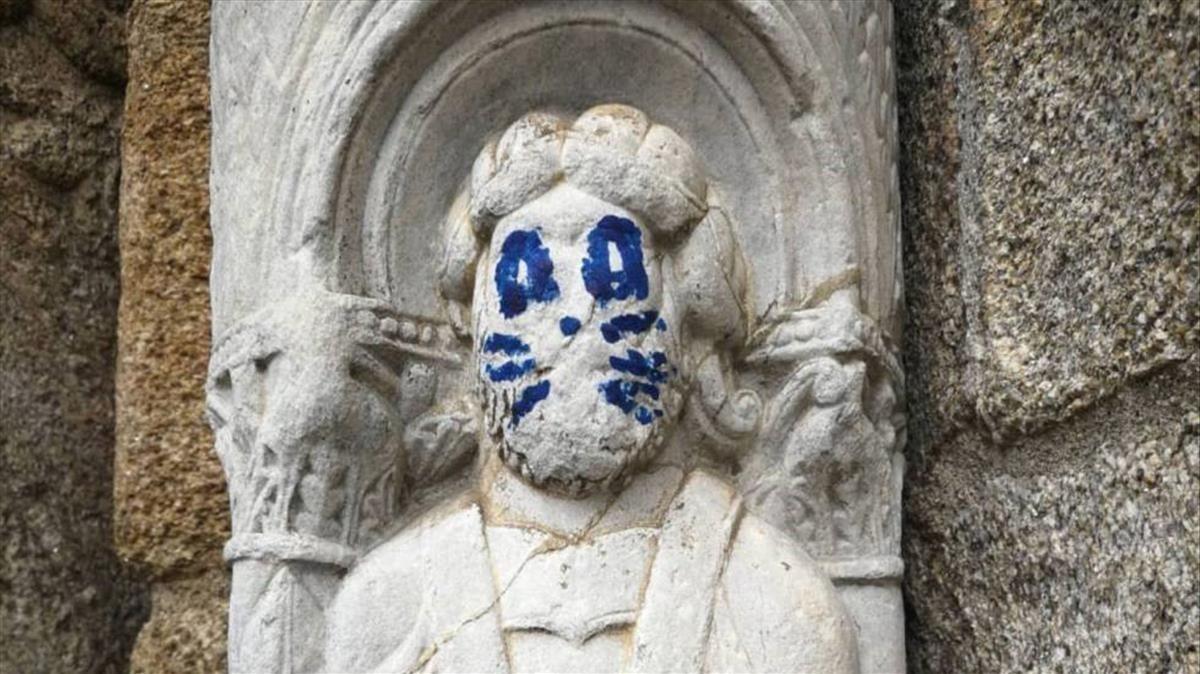 Imagen del grafiti dela fachada de la catedral de Santiago de Compostela.