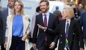 Rosa Díez (derecha) con el candidato del PP, Pablo Casado, y la número uno por Barcelona, Cayetana Álvarez de Toledo, este 6 de noviembre.