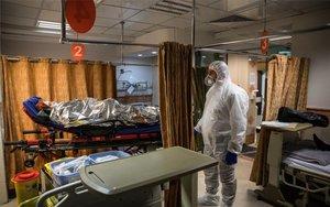 Un enfermo de coronavirus es aislado en un hospital.