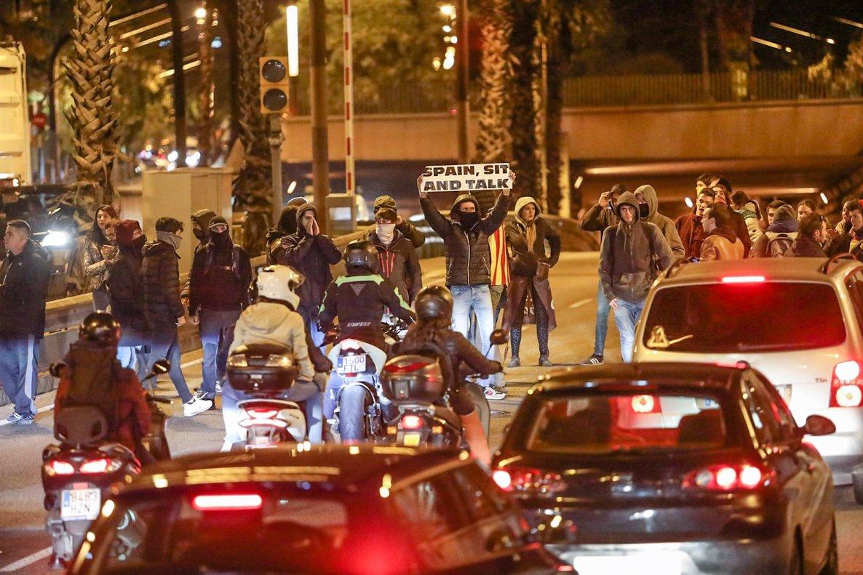 Corte de los CDR en Barcelona, la noche del martes.