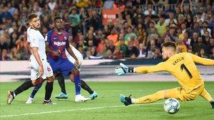Dembélé marca un gol al Sevilla, en su último partido con el Barça.