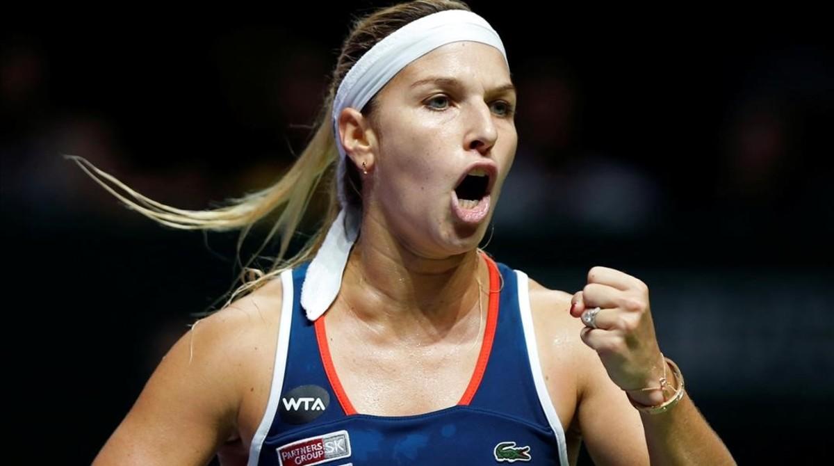 Dominika Cibulkova celebra uno de sus puntos ganados en la final del Masters.