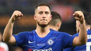 Eden Hazard celebra uno de los dos goles en la final de la Europa League en su último partido con el Chelsea.