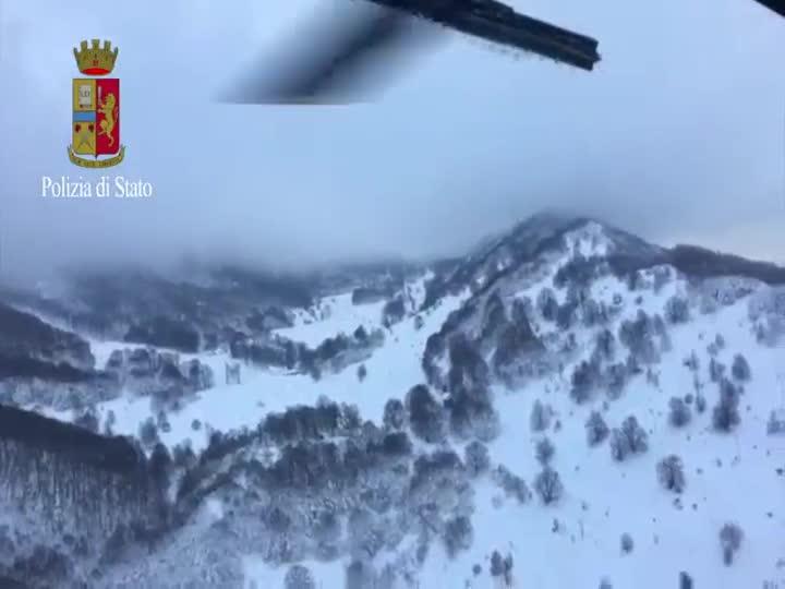 Efectos de la avalancha sobre el hotel Rigopiano, en los Abruzos (Italia).