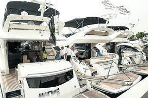 Embarcacions exposades en l'última edició del Saló Nàutic.