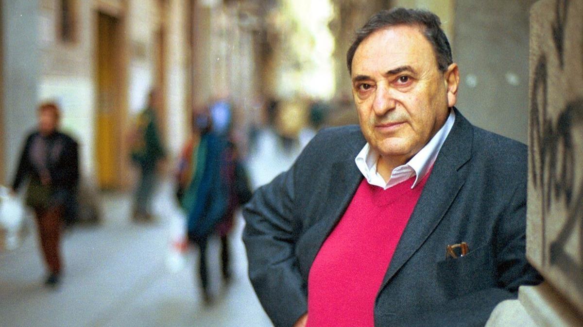 El escritor Juan José Saer, un año antes de su muerte en Barcelona.