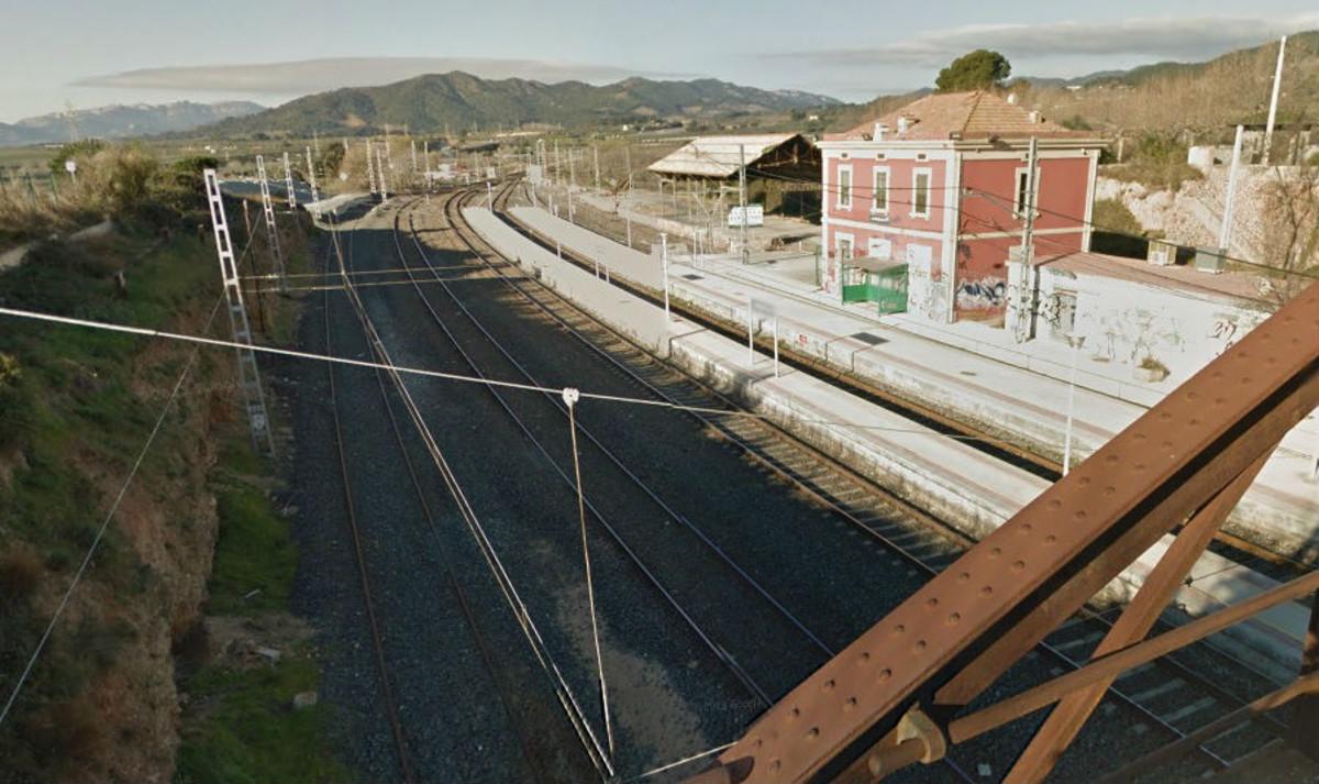 Tren parado en estacion
