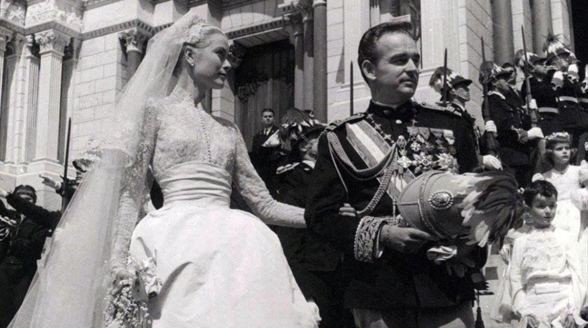 837729679 Imágenes inéditas de la boda del príncipe Rainiero y Grace Kelly
