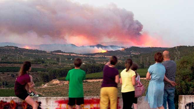 Imágenes del incendio enVinebrevisto desde Llardecans y Maials, Tarragona