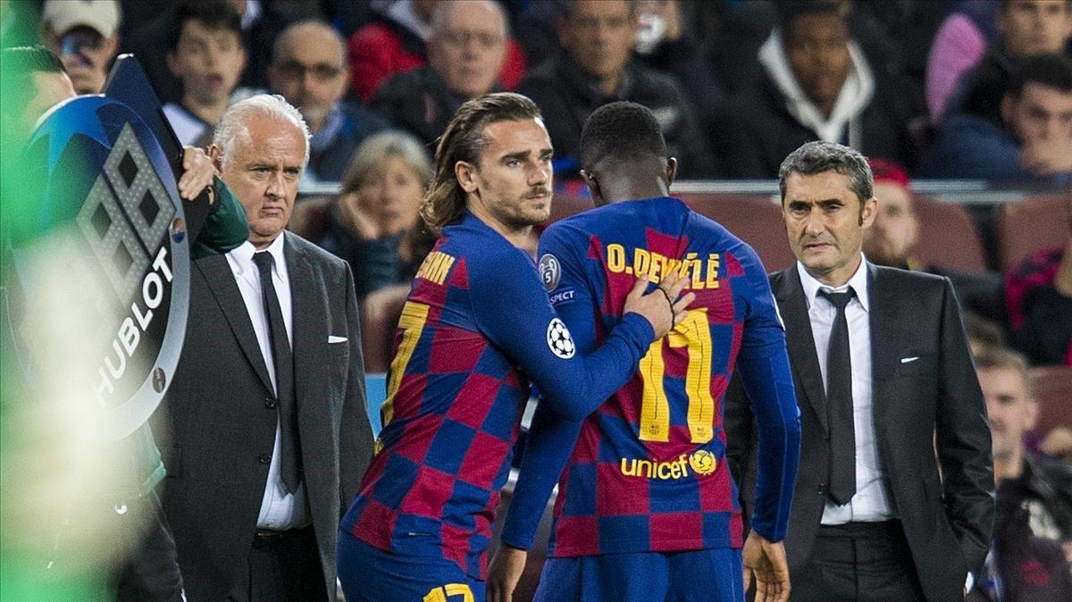 Griezmann entra en lugar del lesionado Dembélé ante Valverde y Carlos Naval, el delegado del equipo.
