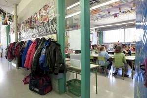 Un grupo de alumnos de primaria, en el aula de un colegio de Barcelona.