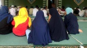 Un grupo de mujeres indonesias en la Mezquita.