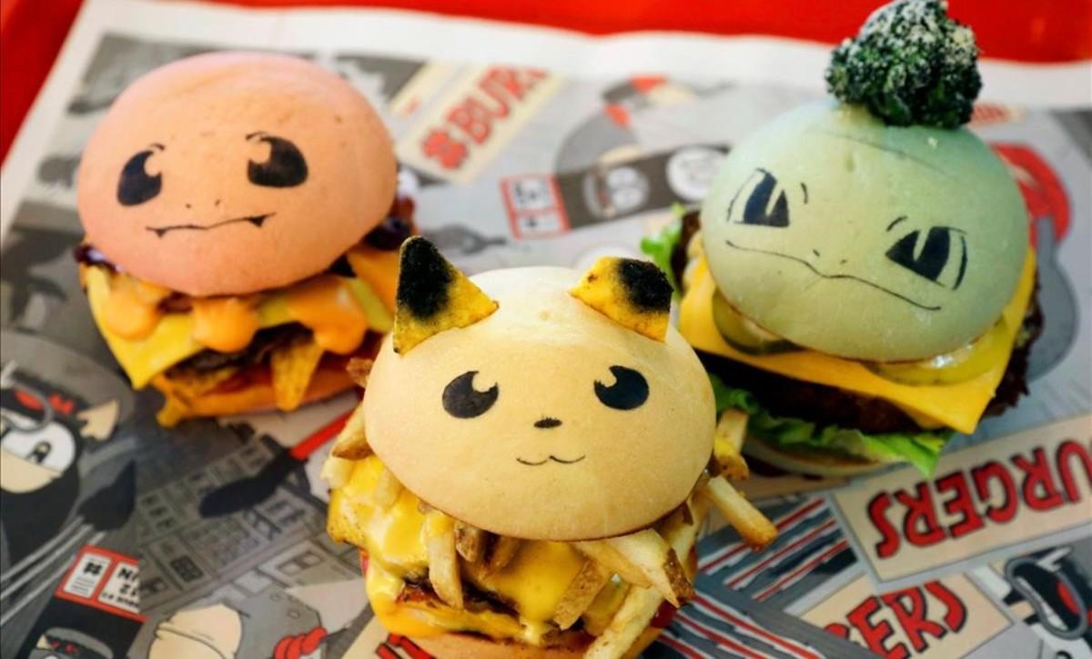 Las hamburguesas (de izquierda a derecha)Charmander, Pikachuy Bulbasaur, inspiradas en la fiebre de Pokemon Go, a la venta en un restaurante de Sidney, Australia.