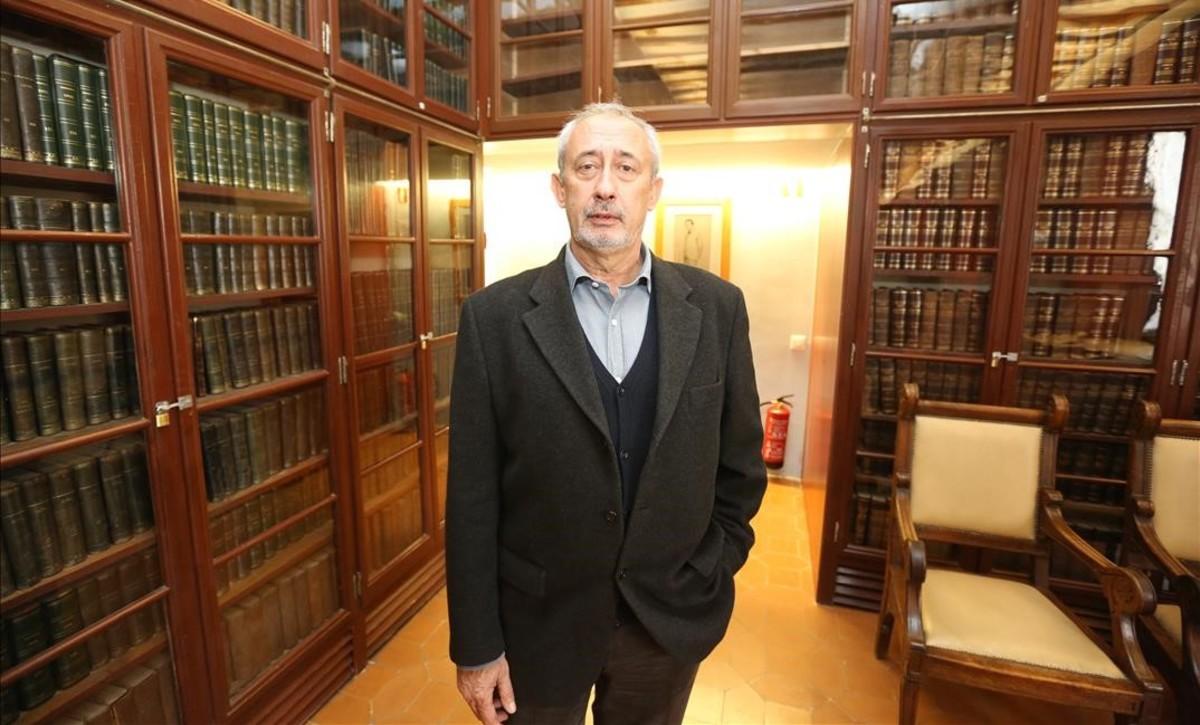 El historiador Jordi Casassas, que opta a la reelección a la presidencia del Ateneu.
