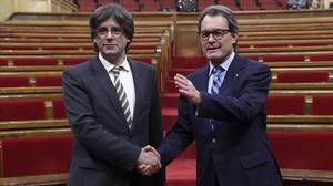 Imagen de archivo de Artur Mas y Carles Puigdemont, tras la investidura del segundo.