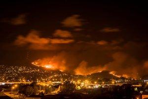 Los incendios en Nueva Zelanda ciguen creciendo y se acercan a zonas urbanas. Reuters