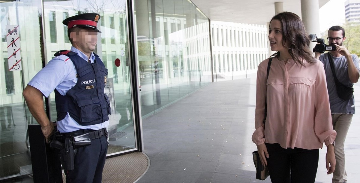 Inés Arrimadasha presentado una denuncia ante la Fiscalia de Menores contra la consellera dEnsenyament,Clara Ponsatí.