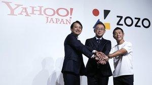 De izquierda a derecha, el presidente de Yahoo Japanm, Kentaro Kawabe; el nuevo presidente de Zozo, Kotaro Sawada , y el founder de Zozo,Yusaku Maezawa.