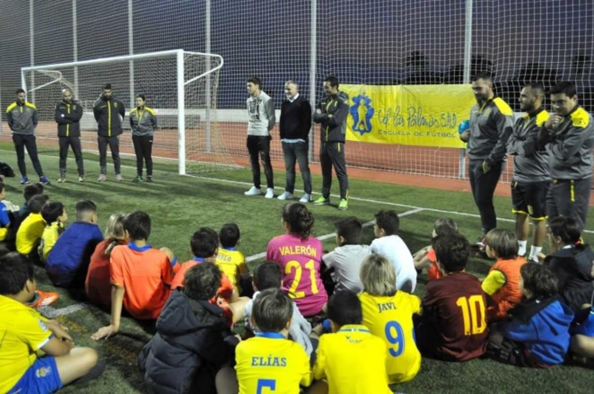 Jugadores de las categorias base de la UD Las Palmas durante una formación