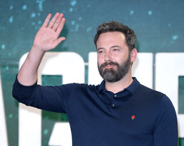 LONDON, ENGLAND - NOVEMBER 04: Ben Affleck attends the 'Justice League' photocall at The College on November 4, 2017 in London, England. (Photo by Karwai Tang/WireImage)