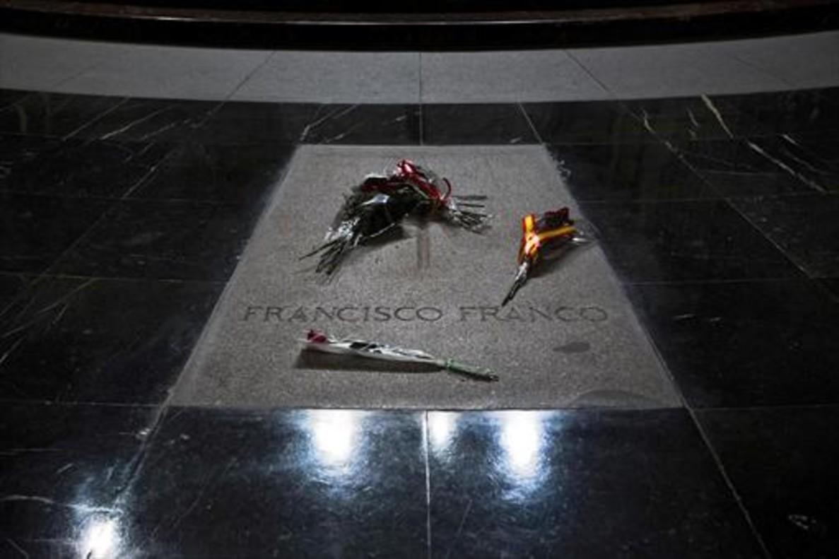 La lápida de Franco en el Valle de los Caídos.