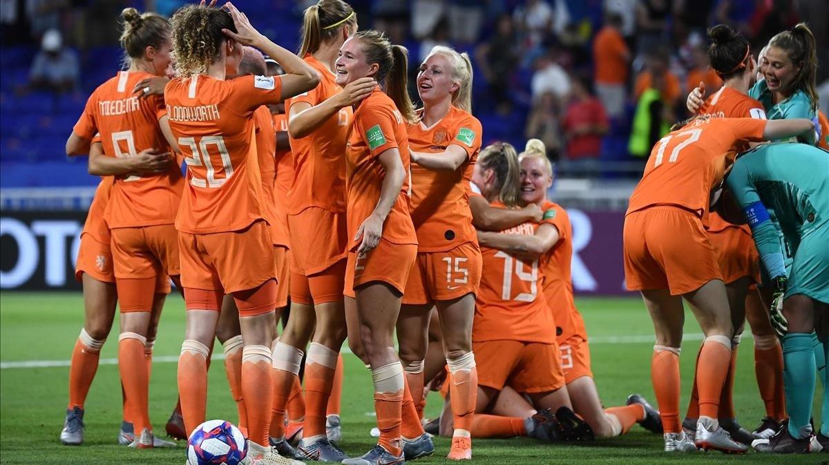 Las jugadoras de Holanda festejan su victoria sobre Suecia y su pase a la final ante EEUU.