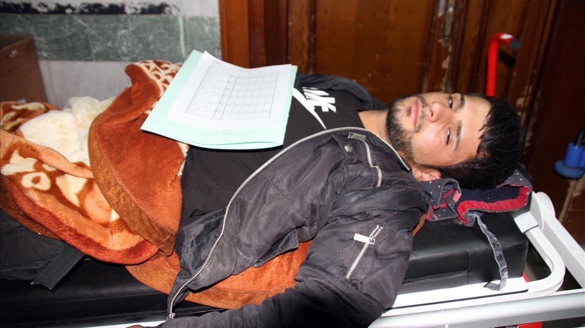 Los centros hospitalarios están desbordados con los heridos tras el terremoto.