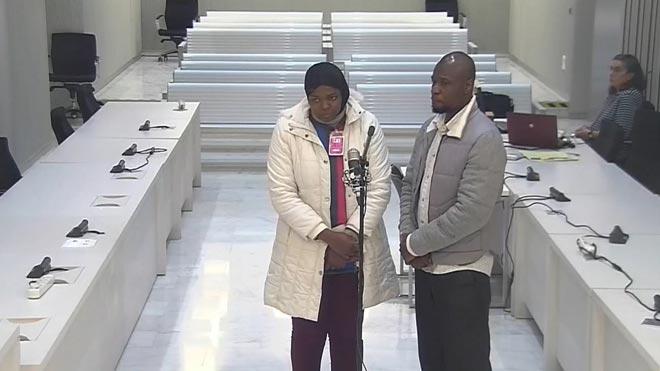 La madre acusada de la ablación de su hija dice que fue la abuela paterna quien la practicó sin ella saberlo.