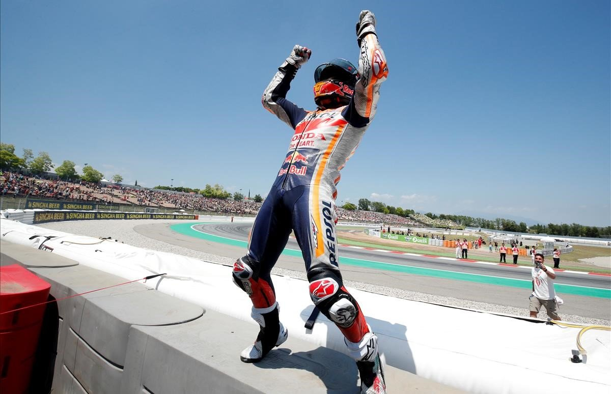 Marc Márquez celebra su victoria en el Circuit de Barcelona-Catalunya.