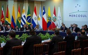 Reuniones de trabajo en la cumbre del Mercosur en Brasil.