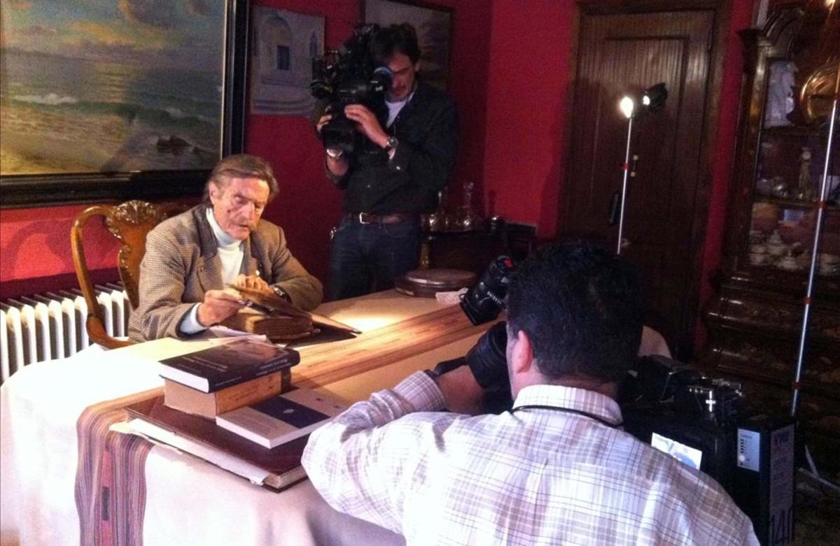 Un momento de la grabación del Crónicas dedicado a Miguel de la Quadra-Salcedo, que emite La 2