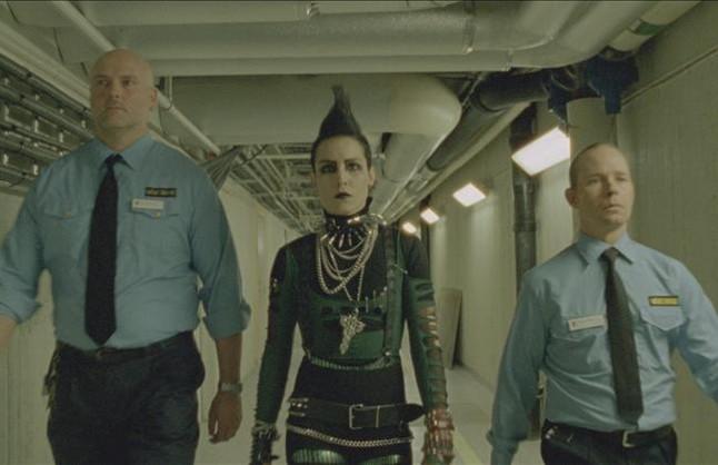 Noomi Rapace (en el centro), en una imagen de 'Millennium 3:la reina en el palacio de las corrientes de aire'.