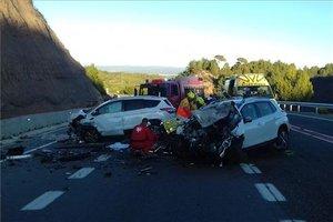 Los dos coches accidentados en la C-37 en Sant Salvador de Guardiola (Barcelona).