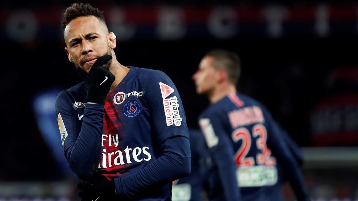 Neymar festeja el gol del Paris SG al Guingamp.