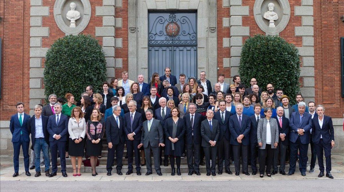 Los premiados junto a invitados y autoridades, en el Palauet Albéniz de Barcelona.